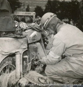 photo - un-named rider works on engine in work area ISDT 1955 (©V Heckel)