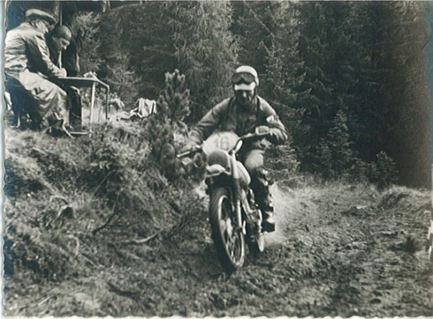 Photo- #16 Fausto Vergano 98cc Gilera Italy  'B' Silver Vase team throttle wide open ISDT 1960