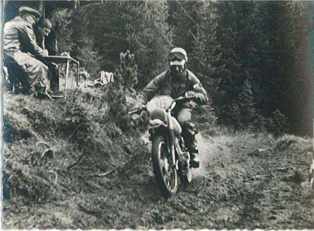 Photo- #16 Fausto Vergano 98cc Gilera Italy  'B' Silver Vase team throttle wide open ISDT 1960