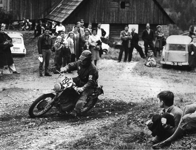 Photo - #194 Carissoni (Moto Guzzi 235) Vase team rider ISDT 1960