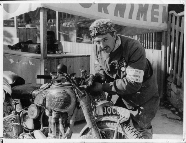 Bob Ray fixes his Ariel [JOC 827] headlight in San Remo ISDT 1948