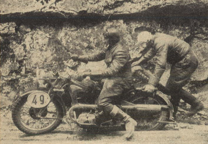 Photo – #49, who may that be, always with some wild expressions [on his lips] and generally going strong, Julius von Krohn and his passenger Dürr on a Zündapp KS 600 outfit. But one can see, that even Julius wasn't completely happy at this place, and Dürr had to get up from his chair. ISDT 1939 (das Motorrad)