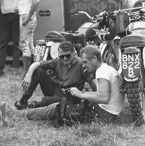 photo - #278 Steve McQueen Triumph 333 [BNX822B] with [BNX825B] rests before start of event ISDT 1964 (Photo. Dieter Demme)