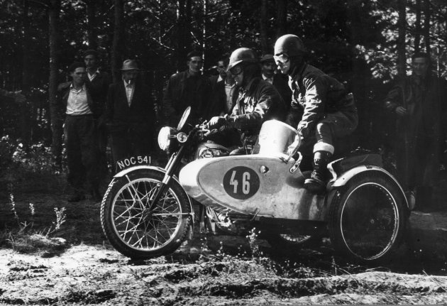 Photo – #46 Reg Wagger in BSA 650cc Gold Flash with sidecar [NOC 541] ISDT 1953 (Images STT Archive / Geoff Wagger)
