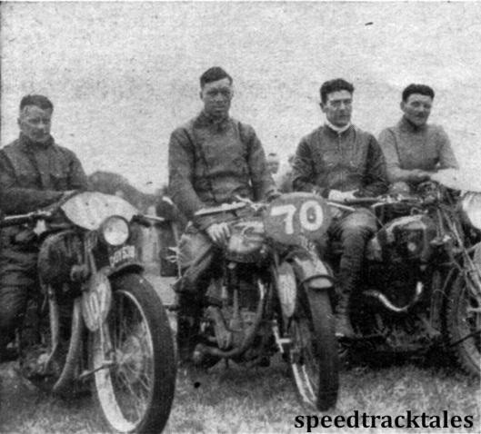 Photo - Das ist die englische National-Mannschaft, die sich knapp mit nur 10 Sekunden Vorsprung vor userer National-mannschaft die Trophäe holte. Von links: G. E. Rowley (AJS), V.N. Brittain (Norton) und der Gespannfahrer W.S Waycott (Velocette) ISDT 1937 (Speedtracktales Collection)