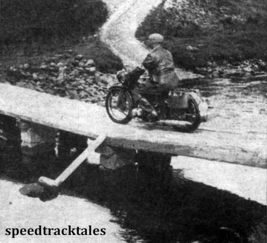 """Photo - Schmale Straßen, wacklige Brücken und viele Steine gab es bei der Sechstagefahrt. Diese Brücke war vorsorglich abgestützt, weil nicht einmal der Veranstalter an ihre Haltbarkeit glaubte. Das Bild zeigt den Hauptschriftleiter vom """"Motorrad"""" mit einer Zündapp KS500. Er fuhr natürlich die ganze Strecke, wie es sisch fuur einen """"zünftigen"""" Berichterstatter gehört, mit einer Maschine ab, obwohl das Wetter nicht immer gerade schön war. ISDT 1937 (Speedtracktales Collection)"""