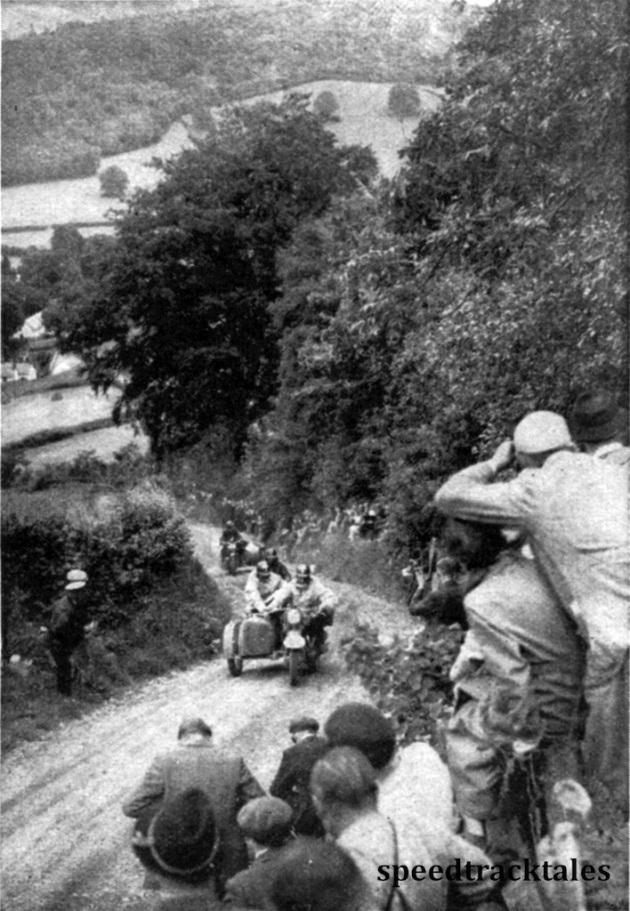 Photo - Und noch einmal die Bergstraßen in Wales. Die Strecke war an besonders schweirigen Stellen dicht von Zuschauern umrahmt. ISDT 1937 (Speedtracktales Collection)