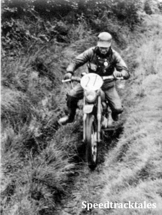 Photo - Das is der Mann, der die höchste Gutpunktzahl aller Teilnehmer erreichen konnte: Vergani vom italienischen Vasenteam auf 100 ccm Capriolo. ISDT 1961 (Speedtracktales Archive)