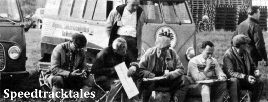 """Photo - Das deutsche """"Vorkommando"""" beim Nägelsuchen auf der Strecke des Schulßrennens (Shobdon Airfield) ISDT 1961 (Speedtracktales Archive)"""