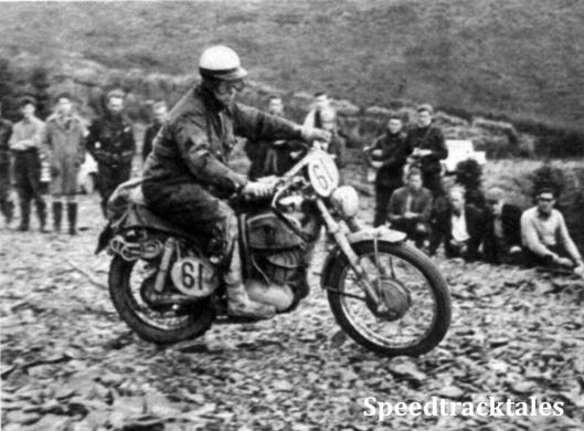 Photo - Abt mit seiner ja gewiß nicht mehr ganz taufrischen 175er DKW, mit der er, obwohl er das ganze Jahr nicht mehr in einem Wettbewerb gefahren war, in Wales einen ganz ausgezeichneten Eindruck hinterließ - hier im Schieferstück des zweiten Tages. ISDT 1961 (Speedtracktales Archive)