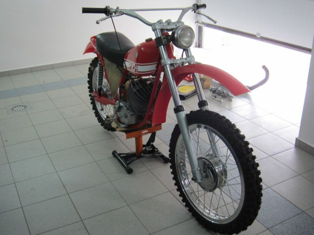 Photo - Johann Sommerauer's Works Puch MC 175 front view ex ISDT 1973