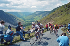 Aussie Neal Stephens battles Britains's Adrian Timmis Stage 6 1988 Milk Race on the Bwlch y Groes (Image - Johnny Pickles)