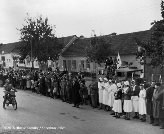 Photo - Hulk time check and medical crew with nurses await riders ISDT 1953 (©Hluké Kroniky)