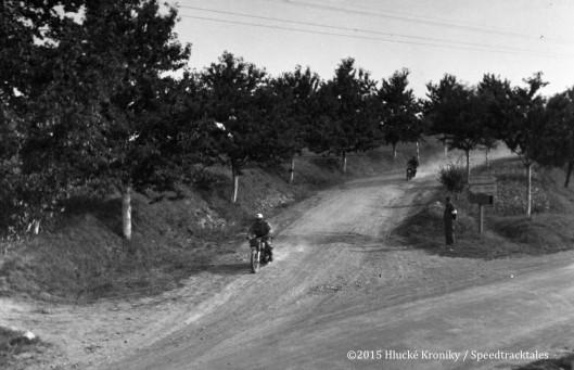 Photo - Unknown rider speeds near Hluk  ISDT 1953 (©Hluké Kroniky)