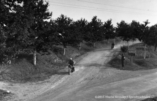Photo - Unknown rider speeds near Hluk  ISDT 1953 (©Hluké Kroniky)
