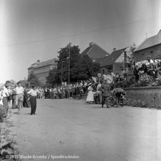 Photo - Check crew at Hluk  ISDT 1953 (©Hluké Kroniky)