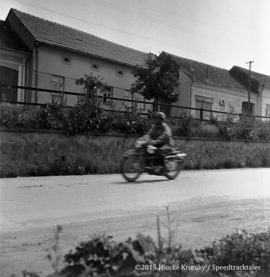 Photo - unidentified rider approaches time check Hluk  ISDT 1953 (©Hluké Kroniky)