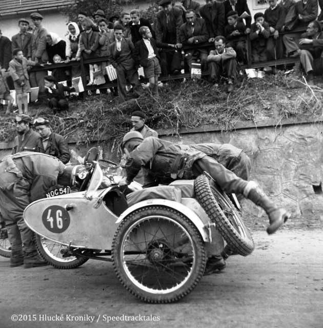 Photo - British Rider #46 Reg W Wagger BSA 348 with Sidecar [NOC 541] Gold medal at the Hluk time check  ISDT 1953 (©Hluké Kroniky)