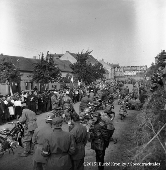 Photo - many riders gather and wait to enter the Hluk time check  ISDT 1953 (©Hluké Kroniky)
