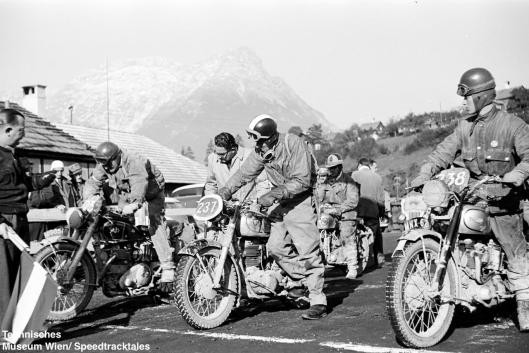 photo - #238 Johnny Giles Triumph 498 [MNX 62] #233 BHM Viney AJS 498 [MGO 518] #237 Walter Hurni Horex 350 at the start ISDT 1952 (© Artur Fenzlau/Technisches Museum Wien)