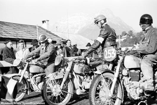 photo - #253 SE Cunningham AJS 498cc [HOY 197] #246 Willi Flockiger Condor 348 Swiss #248 Wolfgang Denzel BMW 600 Austria at start line ISDT 1952 (© Artur Fenzlau/Technisches Museum Wien)