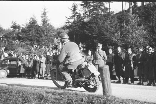 photo - #242 PH Alves works Triumph 649cc [MNX 64] #240 Sgt DG Rowthorn BSA Gold Star 498cc on course ISDT 1952 (© Artur Fenzlau/Technisches Museum Wien)