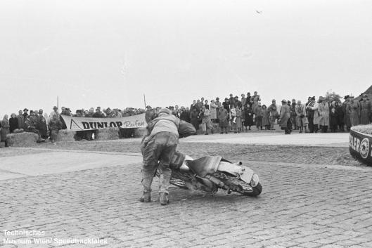photo - #259 DS Tye works BSA Gold Star 490 [MOK 751] on course ISDT 1952 (© Artur Fenzlau/Technisches Museum Wien)