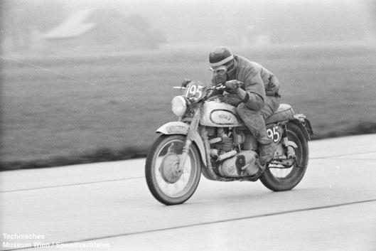 photo - #195 HL Williams Norton 497cc [LOL 474] on course ISDT 1952 (© Artur Fenzlau/Technisches Museum Wien)