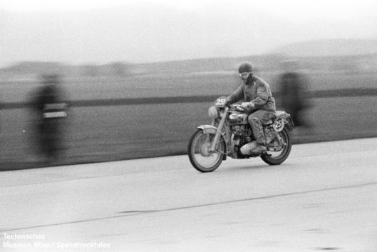 photo - #251 Jack Stoker Royal Enfield 692 [VIP 416] speed test ISDT 1952 (© Artur Fenzlau/Technisches Museum Wien)