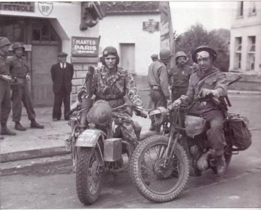 Photo - US and British DR's meet WW2